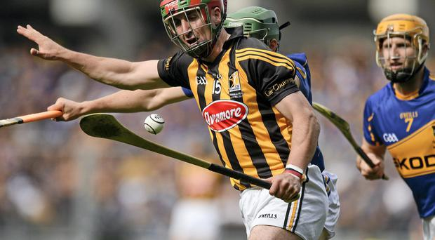 Former Kilkenny hurling captain Eoin Larkin is expected to miss the first three rounds of the Allianz hurling league at least because of a groin injury.
