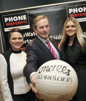 04/02/2015 REPRO FREE Maxwells/Julien Behal DUBLIN NO REPRO FEE Taoiseach Enda Kenny joins Paidi O'Se's daughters L-R Neasa and Siun O'Se at the launch of the 26th PhoneWatch Comortas Peile P?id? ? S? 2015, an international Gaelic football club tournament and festival, taking place in Ventry and across the Dingle Peninsula from February 20-22 at the Ballsbridge Hotel,Dublin tonight.Details on?www.paidiose.com.? Pic: Maxwell Photography/Julien Behal No Fee More Info contact Killian Burns 086-7988540