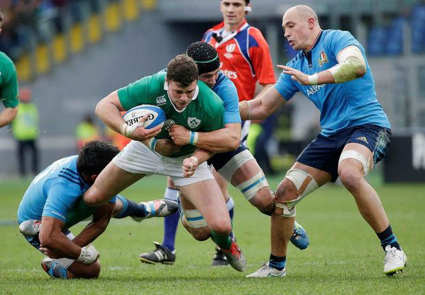 Ireland's Robbie Henshaw (C) is tackled by Italy's Kelly Haimona (L), Sergio Parisse (R) and Francesco Minto during their Six Nations Rugby Union match at the Olympic stadium in Rome, February 7, 2014. REUTERS/Max Rossi (ITALY - Tags: SPORT RUGBY)