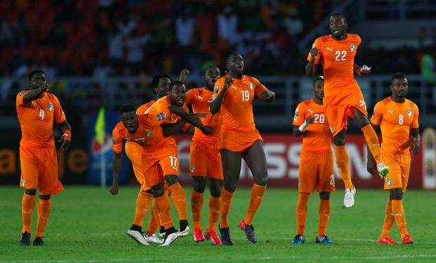 Ivory Coast's players celebrate winning the African Nations Cup final soccer match against Ghana in Bata, February 8, 2015. REUTERS/Amr Abdallah Dalsh