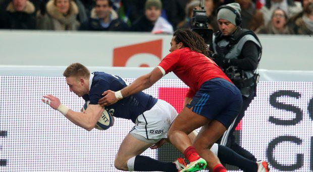 Dougie Fife of Scotland dives over for a try during the RBS Six Nations match between France and Scotland at Stade de France on February 7, 2015