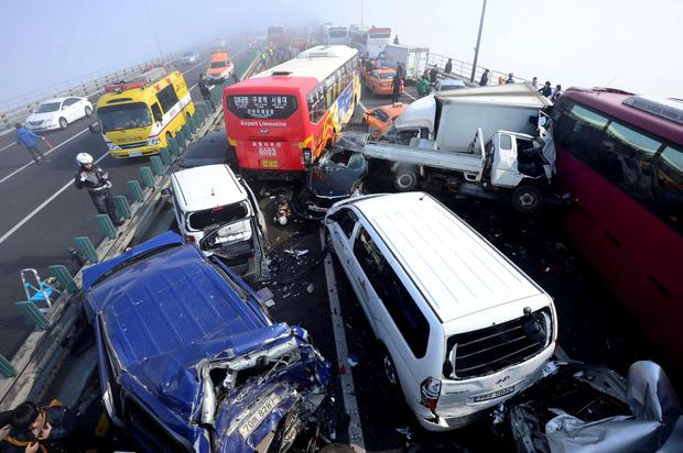 Damaged vehicles are seen on Yeongjong Bridge in Incheon February 11, 2015. A traffic pileup involving more than 100 vehicles on the bridge on Wednesday killed at least two people and injured more than 30 people, according to local news reports. REUTERS/Park Jung-ho/News1