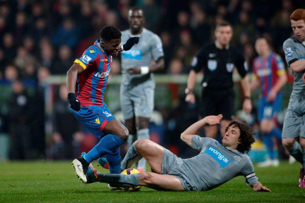Newcastle United's Fabricio Coloccini tackles Palaces' Wilfred Zaha (left) during the Barclays Premier League match at Selhurst Park