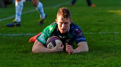 Matt Healy successfully scores a try for Connacht (Sportsfile)