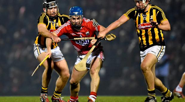 14 February 2015; Conor O'Sullivan, Cork, in action against Richie Hogan, left, and Padraig Walsh, Kilkenny. Allianz Hurling League, Division 1A, Round 1, Cork v Kilkenny. P?irc U? Rinn, Cork. Picture credit: Paul Mohan / SPORTSFILE