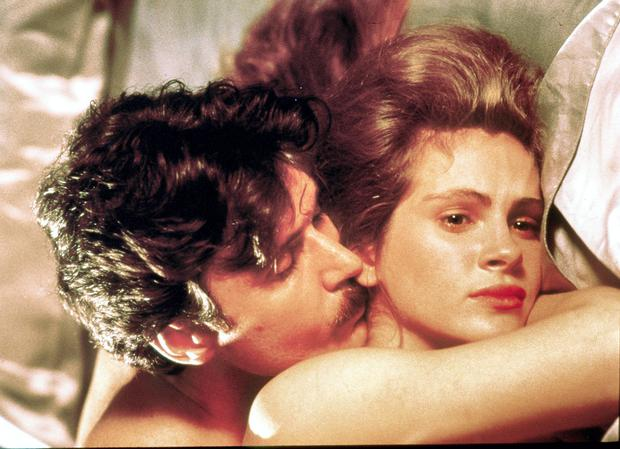 Julia Roberts and Patrick Bergin in 'Sleeping with the Enemy', where Laura (Roberts) fakes her own death to escape from her abusive husband