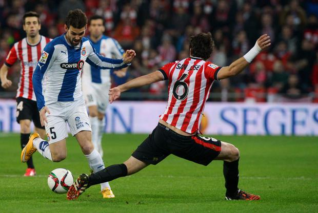 Espanyol's Victor Alvarez (L) fights for the ball with Athletic Bilbao's Mikel San Jose during their Spanish King's Cup semi-final first leg soccer match at San Mames stadium in Bilbao February 11, 2015. Espanyol have denied any wrongdoing in an alleged matchfixing scandal