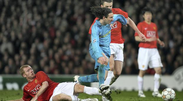Lionel Messi eludes the challenge of Paul Scholes during the Champions League semi-final clash at Old Trafford in 2008