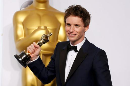 Eddie Redmayne poses with his Oscar for best actor nominee for his role in