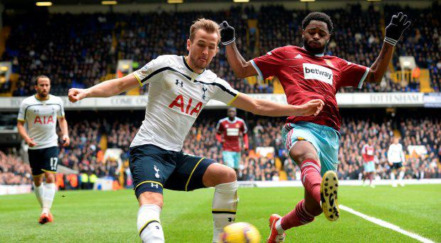 Tottenham Hotspur's Harry Kane crosses the ball infront of West Ham United's Alex Song during the Barclays Premier League match at White Hart Lane