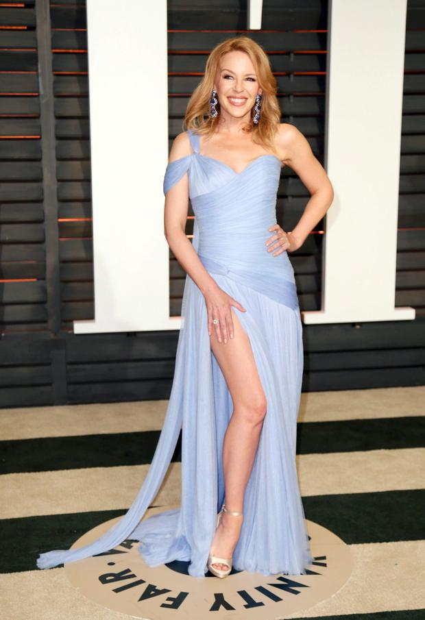 Australian singer Kylie Minogue arrives at the 2015 Vanity Fair Oscar Party