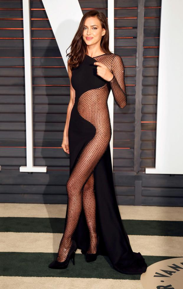 Model Irina Shayk arrives at the 2015 Vanity Fair Oscar Party