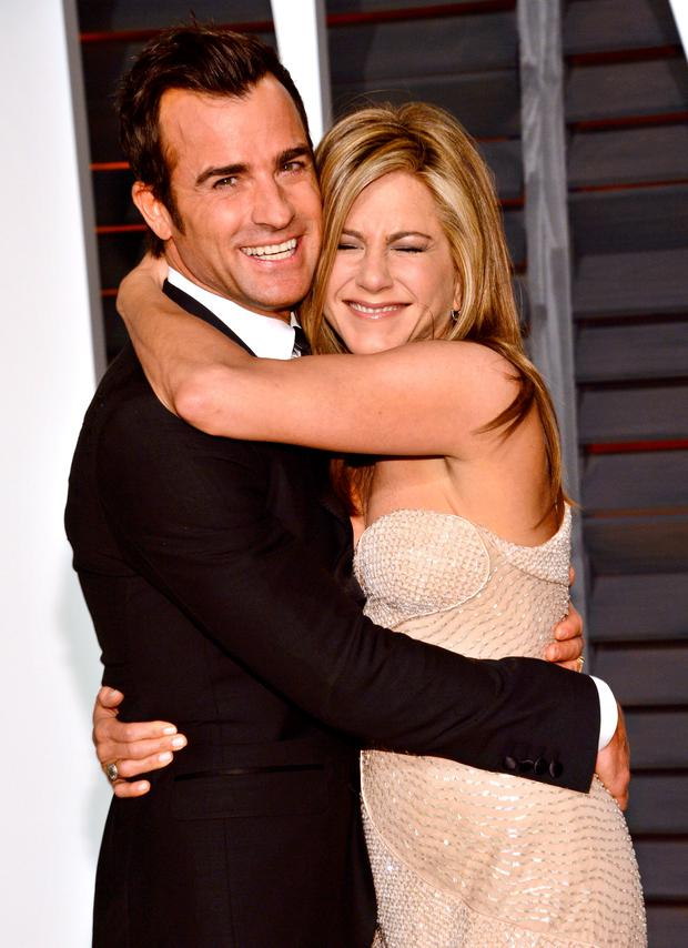 justin theroux left and jennifer aniston arrive at the 2015 vanity fair oscar party - Jennifer Aniston Wedding Ring