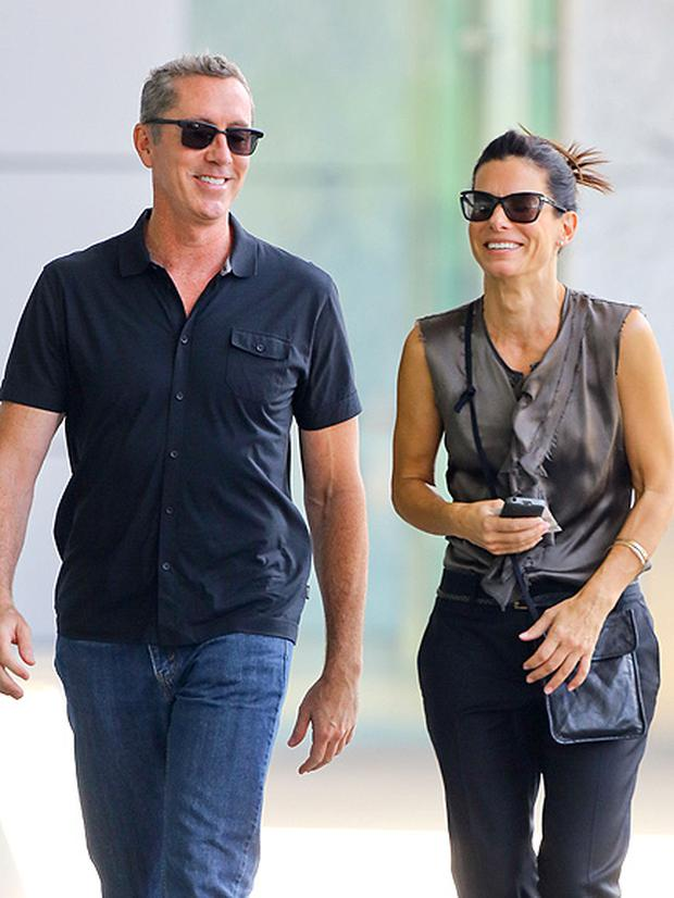 Who is sandra bullock dating now 2013