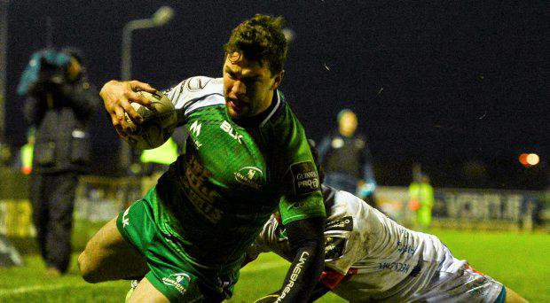 Danie Poolman, Connacht, scores a try despite the tackle by Ludovico Nitoglia, Benetton Treviso