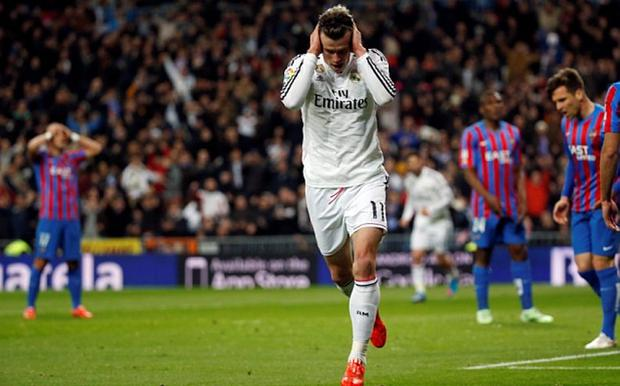 Real Madrid's Gareth Bale (C) celebrates his goal against Levante during their Spanish First Division soccer match at Santiago Bernabeu stadium in Madrid