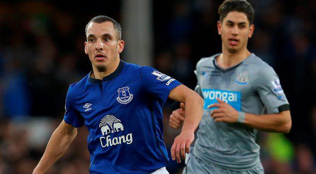 Leon Osman of Everton on the ball during the Barclays Premier League match between Everton and Newcastle United at Goodison Park on March 15, 2015