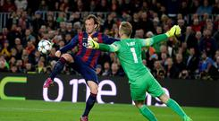 Barcelona's Ivan Rakitic, right, shoots to score past Manchester City's goalkeeper Joe Hart, left, during a Champions League round of 16 second leg, soccer match between FC Barcelona and Manchester City at Camp Nou