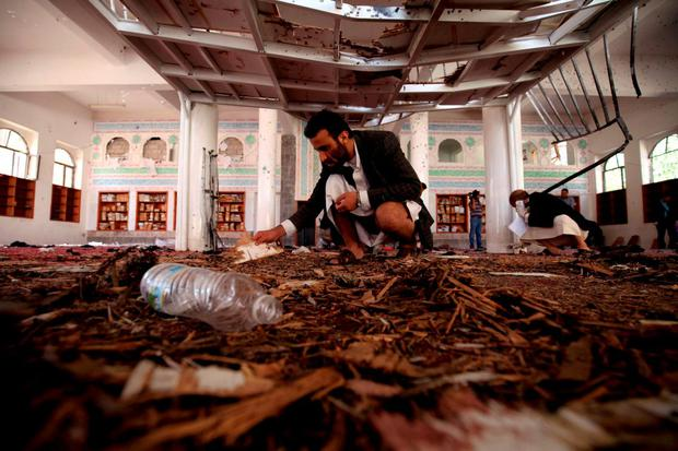 Suicide bombers in the Yemeni capital Sanaa blew themselves up during Friday prayers at two mosques used by supporters of Shi'ite rebels, killing 126 people and wounding 260, medical sources said, in the country's deadliest militant attack in years. Reuters