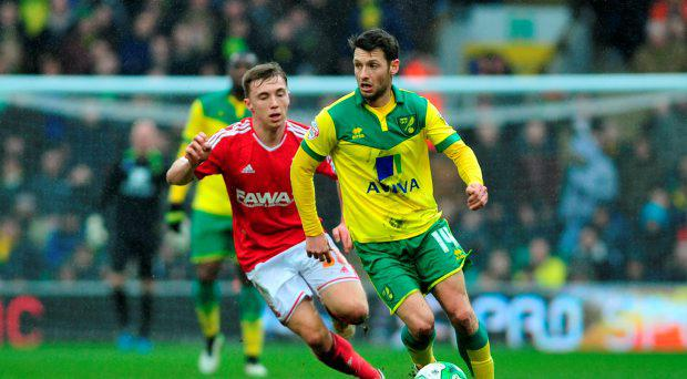 Norwich City's Wes Hoolahan and Nottingham Forest's Ben Osborn (left)