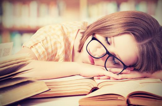 Catching some Zzzs for between 45 minutes and one hour can help the brain's ability to retain information during subsequent study sessions.