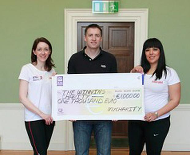 Niall Devine of MyCharity.ie with Team vhi-Herald's Helena and Karla