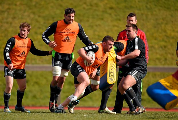 Munster's Dave Kilcoyne in action against Niall Scannell during training ahead of the clash against Connacht. Photo: Diarmuid Greene / SPORTSFILE