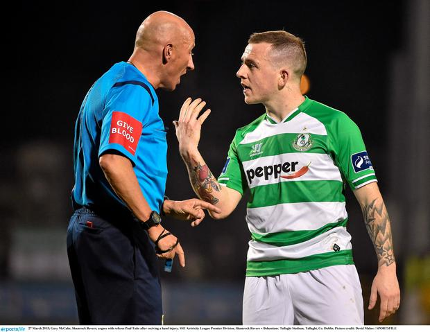 27 March 2015; Gary McCabe, Shamrock Rovers, argues with referee Paul Tuite after reciving a hand injury. SSE Airtricity League Premier Division, Shamrock Rovers v Bohemians. Tallaght Stadium, Tallaght, Co. Dublin. Picture credit: David Maher / SPORTSFILE
