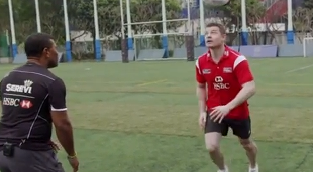 Brian O'Driscoll produces an amazing behind-his-back flick