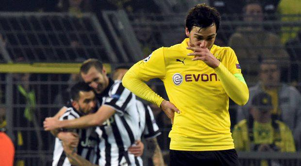 Mats Hummels of Borussia Dortmund (R) reacts after the second goal of Carlos Tevez of Juventus (L) during their Champions League round of 16 second leg soccer match in Dortmund March 18, 2015