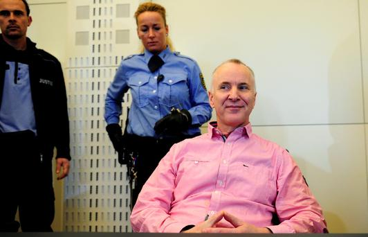 Defendant Detlev G (R), a former police officer accused of murdering a willing victim he met on a website for cannibalism fetishists, waits for his trial on April 1, 2015 at court in Dresden, eastern Germany. Photo: AFP/Getty Images