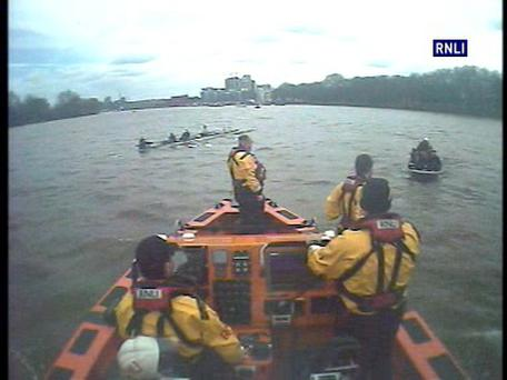 Chiswick RNLI Lifeboat crew members giving assistance to the Oxford University Women's Boat Club Photo: RNLI