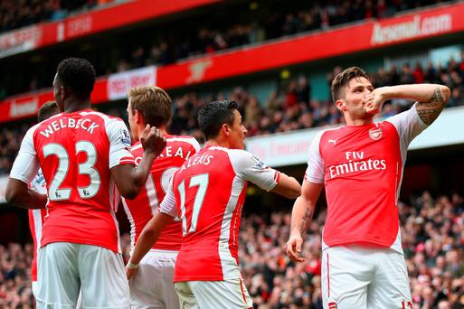 LONDON, ENGLAND - APRIL 04: Olivier Giroud of Arsenal (R) celebrates with team mates after scoring his team's fourth goal during the Barclays Premier League match between Arsenal and Liverpool at Emirates Stadium on April 4, 2015 in London, England. (Photo by Paul Gilham/Getty Images)