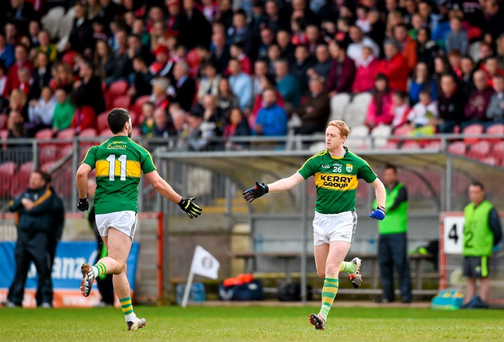 Colm Cooper replaces his Kerry team-mate Bryan Sheehan during a second half substitution. Picture credit: Stephen McCarthy / SPORTSFILE