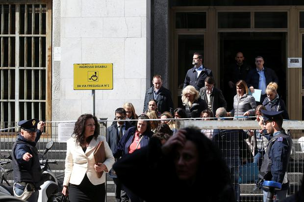 People are evacuated from the tribunal of Milan