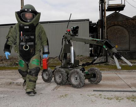 Bomb Disposal Operator with HOBO Robot Credit: Army Bomb Disposal Teams