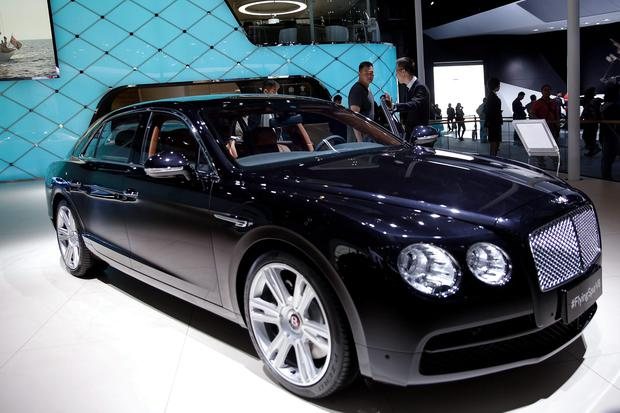 POWER AND LUXURY: Bentley Flying Spur V8