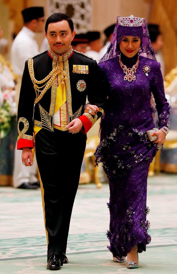 Brunei's newly wed royal couple, Prince Abdul Malik and Dayangku Raabi'atul 'Adawiyyah Pengiran Haji Bolkiah, arrive at the royal wedding banquet at the Nurul Iman Palace in Bandar Seri Begawan