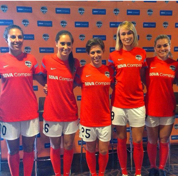 Stephanie Roche with Houston Dash team-mates