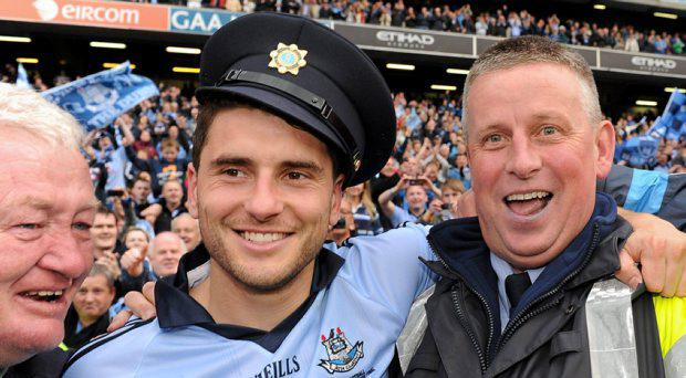 Bernard Brogan celebrates with former Dublin manager Garda Paul Caffrey and former selector Dave Billings, left