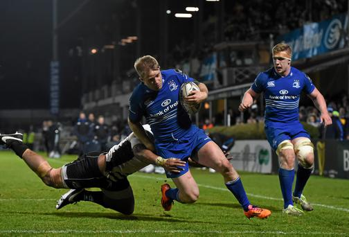 Luke Fitzgerald, Leinster, goes over to scores his side's third try despite the tackle of Samuela Vunisa, Zebre