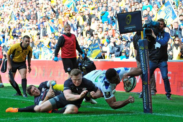 Clermont's Fidji winger Napolioni Nalaga (R) misses the opportunity for a try