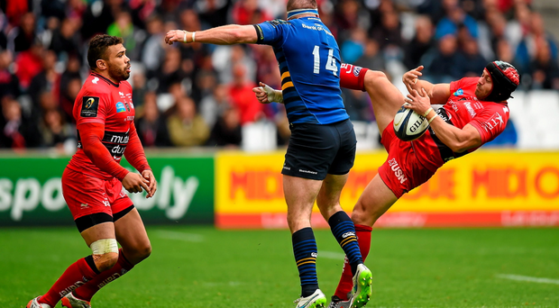 Leigh Halfpenny of Toulon contests a high ball with Fergus McFadden,