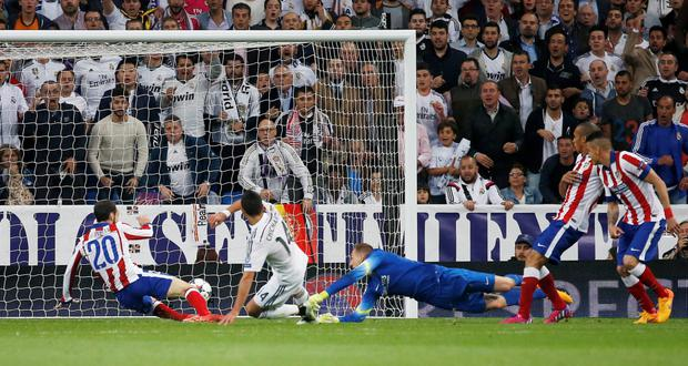 Javier Hernandez scores the winning goal for Real Madrid