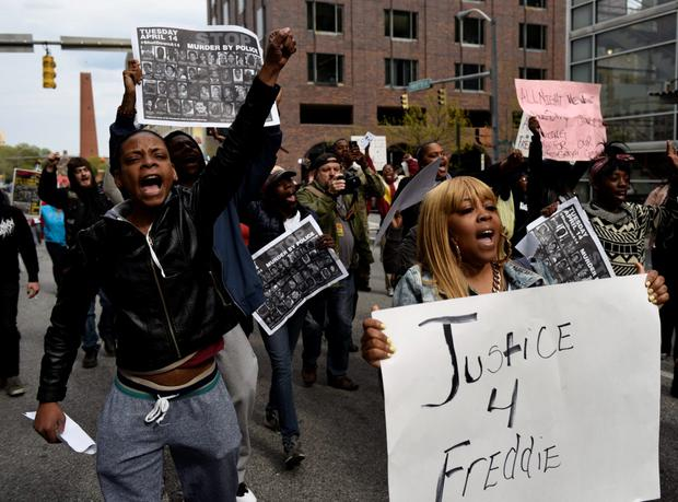 Demonstrators take to the streets of downtown after a protest in front of City Hall against the death of Freddie Gray in police custody, in Baltimore April 23, 2015. REUTERS/Sait Serkan Gurbuz