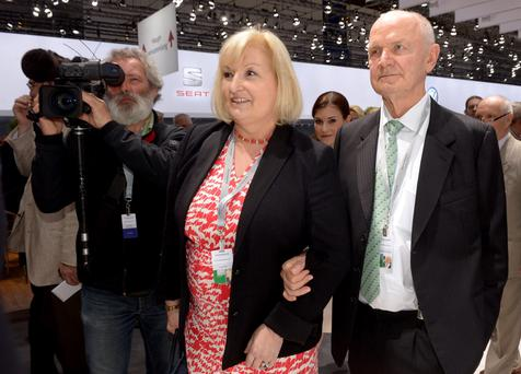 Ferdinand Piech, chairman of the supervisory board of German carmaker Volkswagen, and his wife Ursula, member of the board of VW, arrive at the annual shareholders meeting in Hanover in this April 25, 2013 file photo. REUTERS/Fabian Bimmer/Files