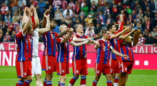 Bayern Munich players acknowledge their fans after winning their German Bundesliga first division soccer match against Hertha Berlin in Munich April 25, 2015