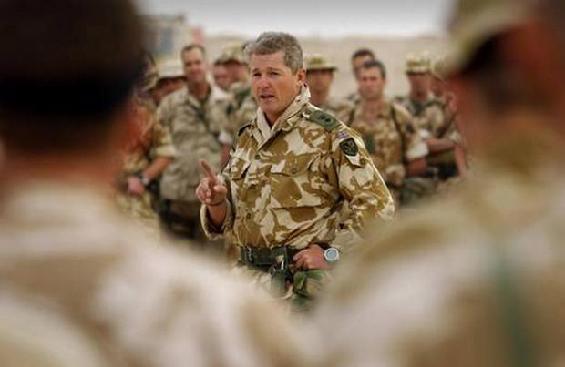Tim Collins addressing troops in 2003
