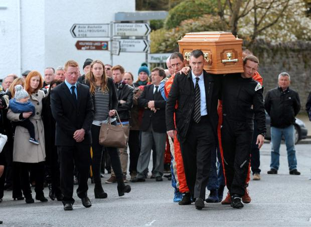 General view of coffin of Simon McKinley being carried from The Seamus Ennis Centre to the graveyard. Simon's wife Deirdre carrying their son Rory, behind left. Naul, Co. Dublin