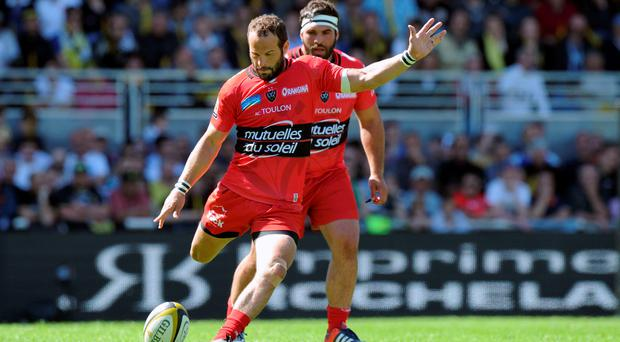Toulon's fly-half Frederic Michalak kicks the ball during the French Top 14 rugby union match La Rochelle vs Toulon on April 25, 2015 at the Marcel Deflandre stadium